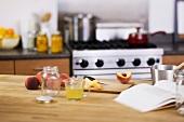 Küchenszene (Pfirsiche einmachen)