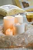 Beleuchteter Adventskranz mit Kerzen und Kerzenlicht