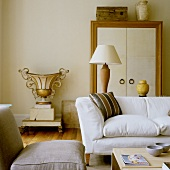 A simple sofa and a Rococo-style plant pot