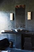 Designer Bad in Betonausführung und gemauertem Waschtisch mit Edelstahlbecken und Spiegel