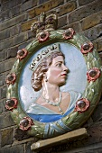 Wall decoration featuring the Queen on a stone wall
