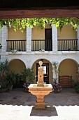 Brunnen im Innenhof eines andalusischen Hauses
