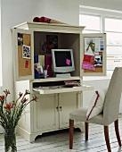 Mini Home Office in einem Schrank