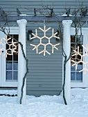 Outdoor Christmas decorations: illuminated snowflakes