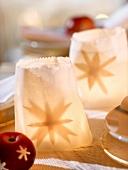 Papiertüten-Windlichter (weihnachtliche Tischdeko)