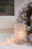 Tealights, windlight with reindeer design & Christmas wreath