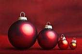Assorted Christmas baubles (red and yellow)