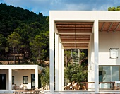 Contemporary villa with colonnade and free standing extension in a Mediterranean landscape