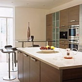 A contemporary kitchen with an island counter