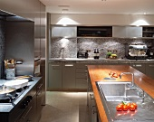 Modern kitchen with grey fronts and free-standing kitchen island with wooden work surface