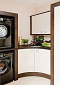 Curved kitchen base unit in corner