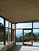 Zeitgenössische Loggia mit Panoramablick