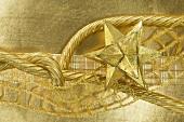 Goldener Stern und Bänder (Weihnachtsdeko)