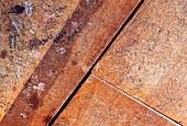 Alte bemalte und beschriftete Holzoberfläche
