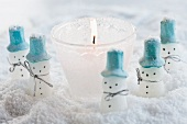 Tealight & little snowmen in snow