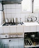 White-tiled kitchen corner with gas hob