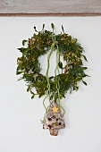 Wreath of mistletoe, box and conifer with Christmas tree cake