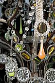 Kronleuchter mit Kristallperlen und mit bunten Glasperlen geschmückt