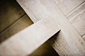 weiße rustikale Deckenbalken (Ausschnitt)
