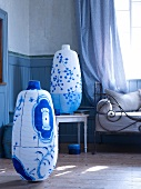 Floor lamps decorated with blue and white patterns