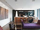 Bar und Lounge in einem modernen Gebäude