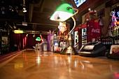 Theke in einer Bar in amerikanischem Stil