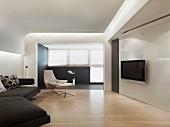 Minimalistisches Wohnzimmer mit Flatscreen und abgehängter Decke mit indirekter Beleuchtung