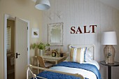 Maritime-style guest bedroom