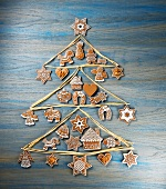 A raffia Christmas tree decorated with gingerbread biscuits