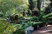 Idyllischer Biogarten mit Pavillon