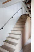 Wooden staircase without outer balustrade