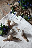 Creative decor idea - stylised snails made from driftwood and snails' shells and arrangements of forget-me-nots