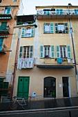 Aussenaufnahme von Gebäuden in Südfrankreich