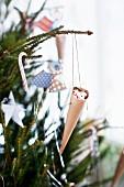 Dekorierter Weihnachtsbaum (Nahaufnahme)