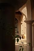 Eingang zu einer Bücherei in Oman
