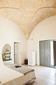 Minimalist bedroom with groin vaulted ceiling
