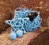 Blaue Weihnachtsdeko aus Naturmaterialien