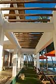 Veranda & pool in Turtle Bay Hotel (Tangalle, Sri Lanka)