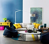 Blue & white interior with yellow accents as colour scheme for comfortable seating area