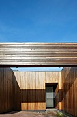 Point 7, Winchester, United Kingdom. Architect: Dan Brill Architects, 2014. Contemporary house with wood-clad facade and garage