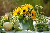 Sonnenblumenstrauss mit Hopfen und Rainfarn