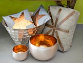 Bowls with copper-coloured interiors, cushions in metal bowl and linen seat cushion