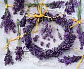 Sträusschen & Kranz aus Lavendelblüten