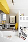 Modernes Kinderzimmer mit gelben Akzenten