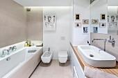 Bilder in Designerbad mit Waschtisch und Einbauschrank