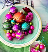 Christmas tree baubles wrapped with colourful rubber bands decorating table