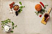 Pebre (Chilisalsa, Chile), Salsa Salu (Chilisauce, Uruguay) und Albahaca Sauce (Joghurtdip, Bolivien)