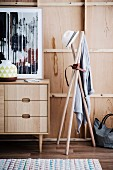 Wardrobe made of three wooden sticks