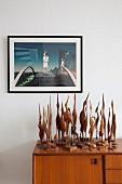 Surrealistisches Bild über Sammlung von Kranichen aus Holz