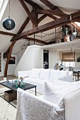 Vintage-style living room with exposed roof structure